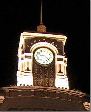 銀座4丁目交差点和光の時計塔をズームアップ photo by OptioS