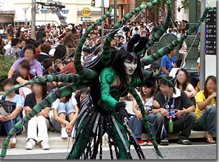 今年はちょっと陽気な蜘蛛ダンサーさん photo by OptioS