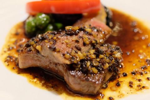 黒毛和牛のステーキ和チャイナ風Chinese rumpcap beef steak