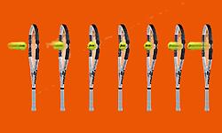 フレックスポイントラケットはボールを包み込むようにフレーム全体がカップ状になる。そのことでボールのストリング面との接触時間が増し、コントロール性とスピン性能が飛躍的に向上する。(ワールド通商HEAD TENNIS RACKETホームページより)