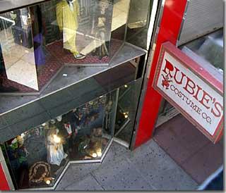 ルービーズのショップ 駅のすぐ前から photo by OptioS