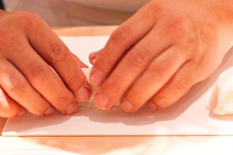 Ginzayuina-working-hands